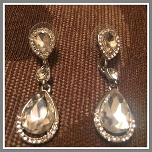 Jewelry - Gorgeous teardrop Earrings NWOT Boutique